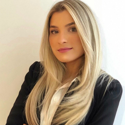 Caroline Emmerich Gomes Leal de Moura