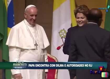 JB ignora Dilma ao cumprimentar papa Francisco