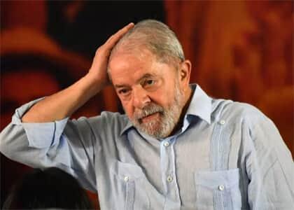 Juiz determina apreensão de passaporte de Lula
