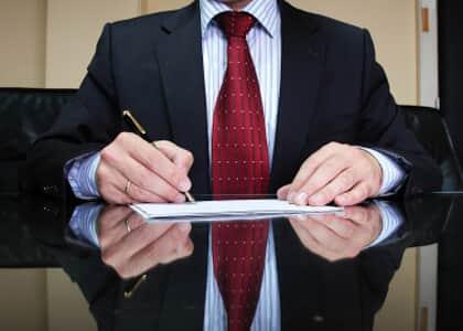 Advogado que copia petição sem autorização comete infração