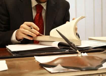 Reconhecida relação de emprego entre advogada e escritório
