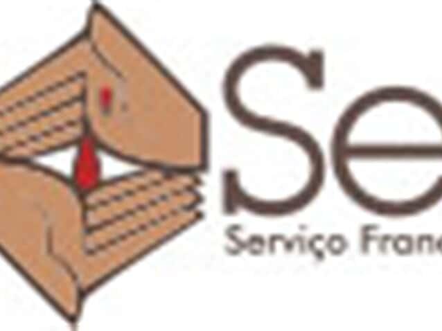Escritório doa 2 mil cestas básicas