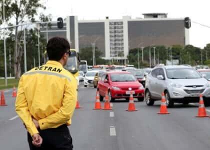 Assistente de trânsito não pode exercer advocacia