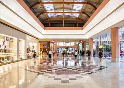 Multa contratual por devolução antecipada de loja em shopping deve ser fixada por equidade