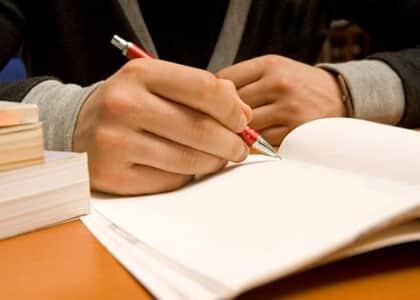 Advogado demitido e recontratado como PJ tem vínculo trabalhista reconhecido