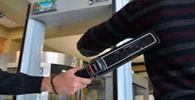 Uso do detector de metais é obrigatório para todos