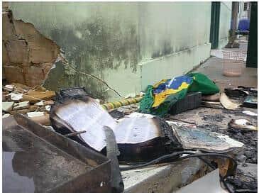 Explosões destroem Fórum de Novo Airão