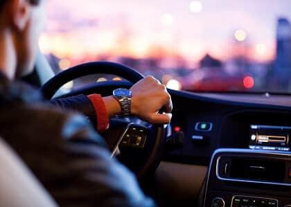 Motorista não consegue vínculo empregatício com o Uber