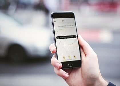 Uber ressarcirá passageiro que teve mochila furtada durante corrida