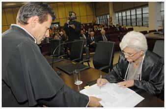 Juiz dá bronca em homem que pretendia indenização por ser impedido de entrar em agência bancária