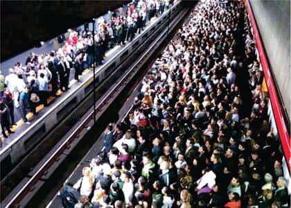 Acidente causado por empurra-empurra no metrô configura má prestação do serviço