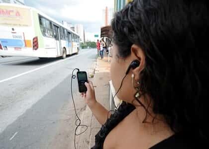 Cidade de SP proíbe uso de aparelhos sonoros em ônibus sem fones de ouvido