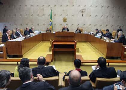 Ministros Fachin e Barroso  votam pela descriminalização do porte de maconha para consumo próprio