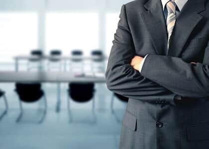 Advogado não tem direito imediato a honorários em contrato de êxito se renunciou antes do fim da ação