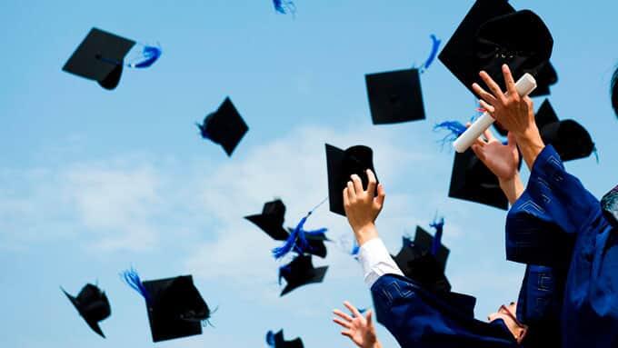 MEC autoriza antecipação de formatura a alunos da área de saúde - Migalhas
