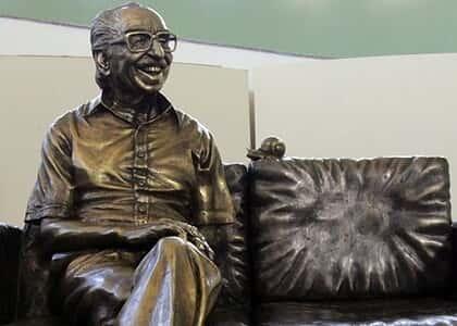 """Juiz usa poesia em decisão sobre estátua de Manoel de Barros: """"E agora, Mané?"""""""