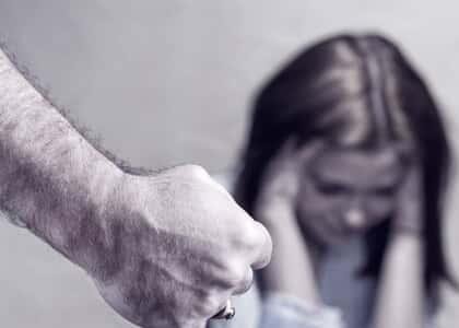 Homem que agrediu filha é condenado com base na lei Maria da Penha