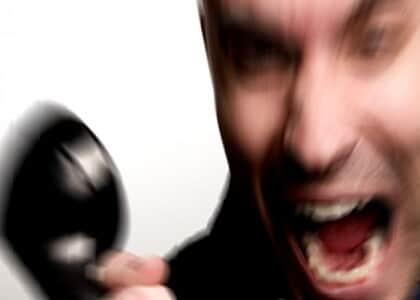 Cliente ofendido por atendente de telemarketing deve ser indenizado