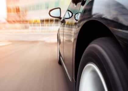 Seguradora indenizará por danos em carro após perseguição