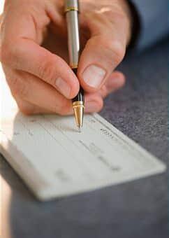 Mulher será indenizada por cheques sem fundo emitidos pelo ex-marido