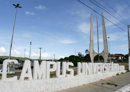 Universidade indenizará por discriminação de servidora contra professora transexual