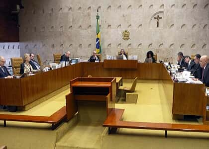 Maioria do STF vota por restringir foro privilegiado