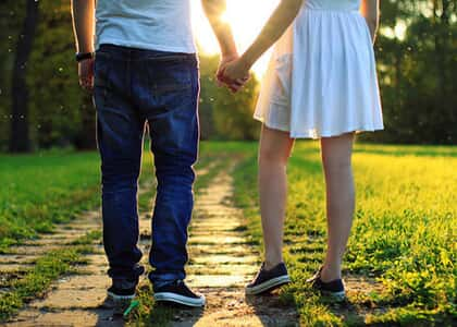 Namorados que moram juntos e pretendem constituir família não têm união estável