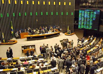 Câmara analisa reforma política nesta terça-feira