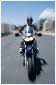 TJ/SP - Motociclista que caiu em buraco em ruas de Marília não será indenizado por danos morais