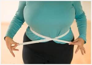 Trabalhadora obesa será indenizada por não receber EPI do seu tamanho e por ter de abaixar a calça em público