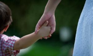 Funcionária da Petrobras tem jornada reduzida em 50% para cuidar de filho com Down