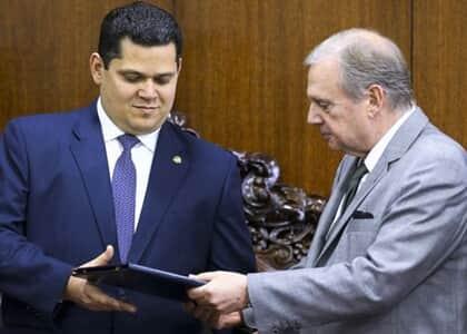 Senador apresenta relatório da reforma da Previdência com mudanças