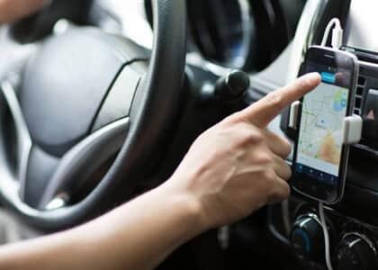 Motorista e aplicativo devem indenizar passageiro obrigado a descer de veículo durante corrida