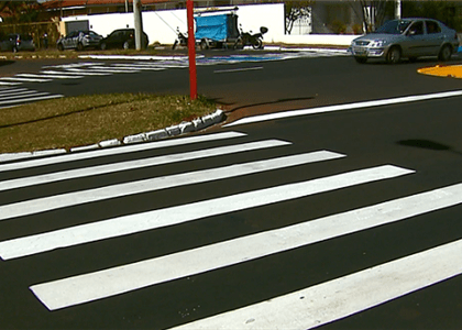 Pedestre atropelada que atravessou fora da faixa deve indenizar motorista