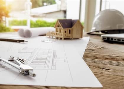 Construtora atrasa entrega de obras e deve restituir valores pagos