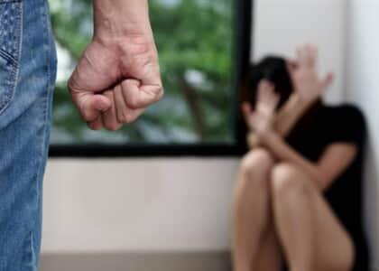Policiais podem determinar medidas protetivas a vítimas de violência doméstica