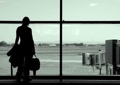 Cia aérea pagará dano moral por cancelar passagem da volta por não comparecimento em voo de ida