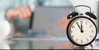 Advogado empregado receberá horas extras de escritório por exceder 20 horas semanais