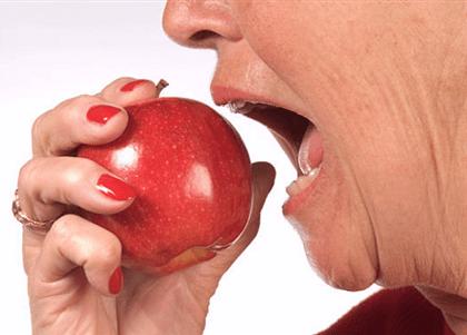 STJ liberta réu preso por roubar maçã de idosa