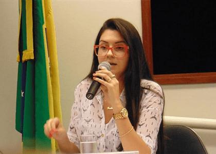 Deputada deve retirar publicações sobre canal de denúncia contra professores
