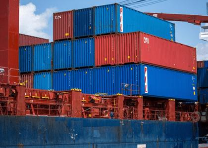 Empresa é dispensada de licença para reimportar máquina exportada sob regime especial
