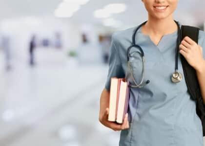 Estudantes de medicina conseguem antecipar colação de grau para combater coronavírus