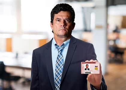 Moro recebe carteira da OAB