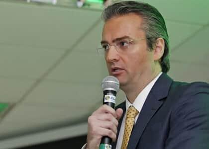 Bolsonaro nomeia delegado Rolando de Souza para o comando da PF