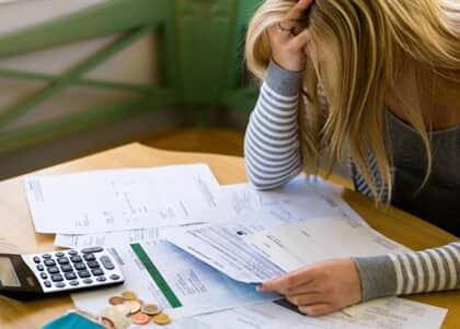 Mulher que permaneceu com nome negativado mesmo após quitar dívida será indenizada