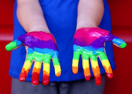 TJ/PR suspende dispositivo que proibiu escolas de Cascavel de abordar questões de gênero