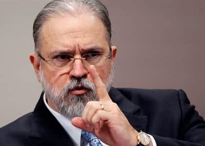 Aras é a favor de se prosseguir com investigação contra Flávio Bolsonaro