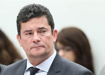 """Após ser chamado de covarde, Moro diz que Bolsonaro desejava """"rebelião armada contra medidas sanitárias"""""""