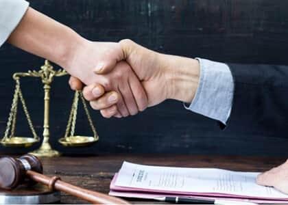 Juíza homologa acordo milionário entre Band e jornalista