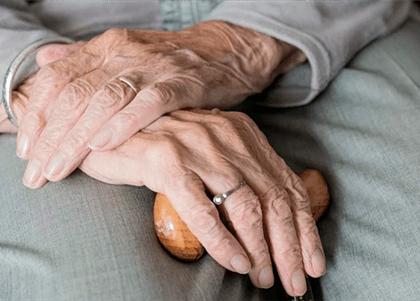 Idosa de 93 anos com mal de Alzheimer consegue isenção do imposto de renda
